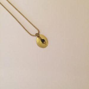 Collier médaille en laiton et perle en grès  – Carole Péron