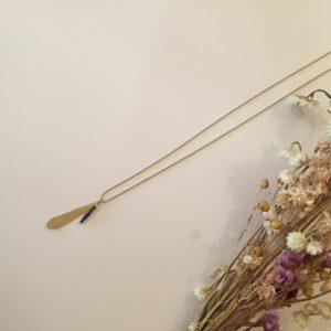 Collier pétale en laiton et perles en grès – Carole Péron